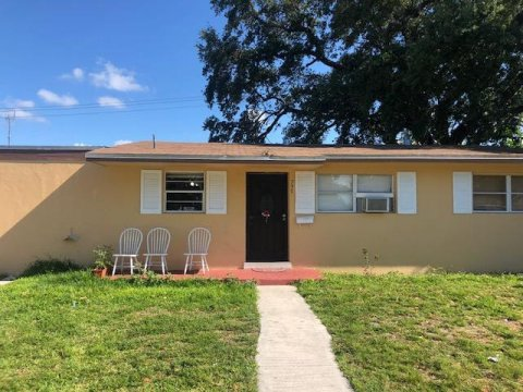 735 NW 199th St Miami, FL 33169