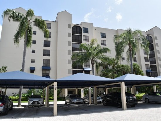 7564 Regency Lake Dr APT 201 Boca Raton, FL 33433