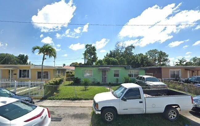 1758 NW 52nd St Miami, FL 33142
