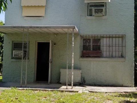 304 NW 32nd St Miami, FL 33127
