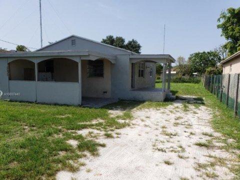 5530 SW 22nd St West Park, FL 33023