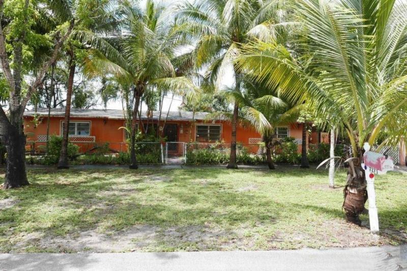 7271 SW 2nd St Miami, FL 33144