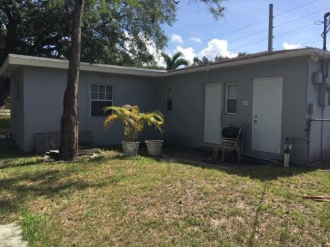 814 NW 17th Ave Fort Lauderdale, FL 33311