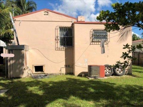 920 NE 80th St Miami, FL 33138