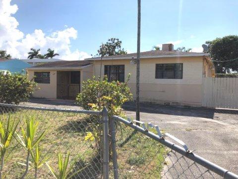925 SW 75th Ave, Miami, FL 33144