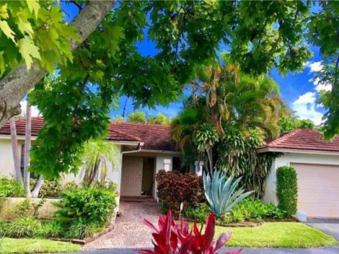 9773 NW 4th St Coral Springs, FL 33071