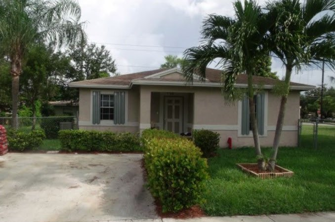 1709 NW 7th Pl Fort Lauderdale, FL 33311