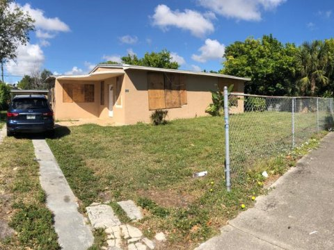 205 NW 28th Terrace Fort Lauderdale, FL 33311