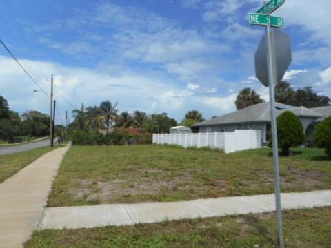 21 NE 5th St Deerfield Beach, FL 33441