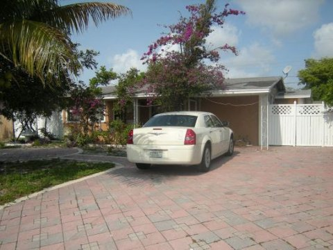 2851 NE 8th Ave Pompano Beach, FL 33064