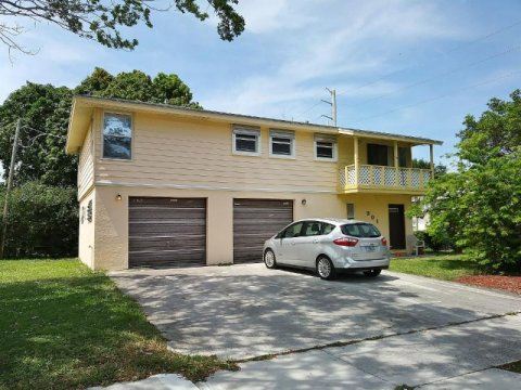 301 Foresteria Dr West Palm Beach, FL 33403