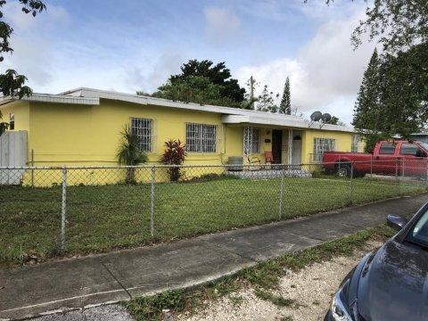 5230 SW 1st St Coral Gables, FL 33134