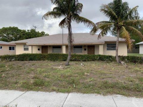 615 Silver Beach Rd Lake Park, FL 33403
