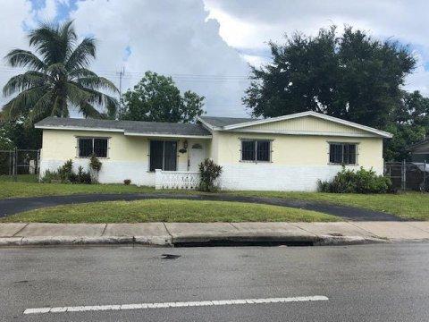 1111 NW 199th St Miami, FL 33169