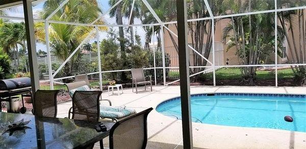 16275 Mariposa Cir N Fort Lauderdale, FL 33331