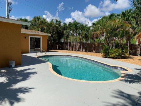 249 Gregory Rd West Palm Beach, FL 33405