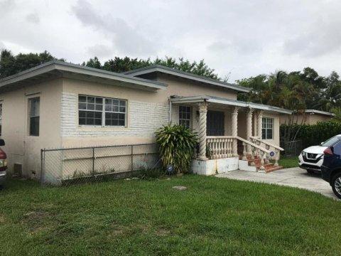 280 NW 145th St Miami, FL 33168