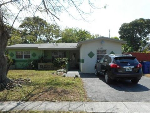 3521 NW 35th Ave Lauderdale Lakes, FL 33309