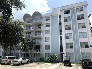 486 NW 165th St Miami, FL 33169
