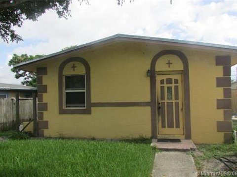525 NW 10th Ave Boynton Beach, FL 33435