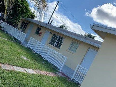 6200 Dewey St Hollywood, FL 33023
