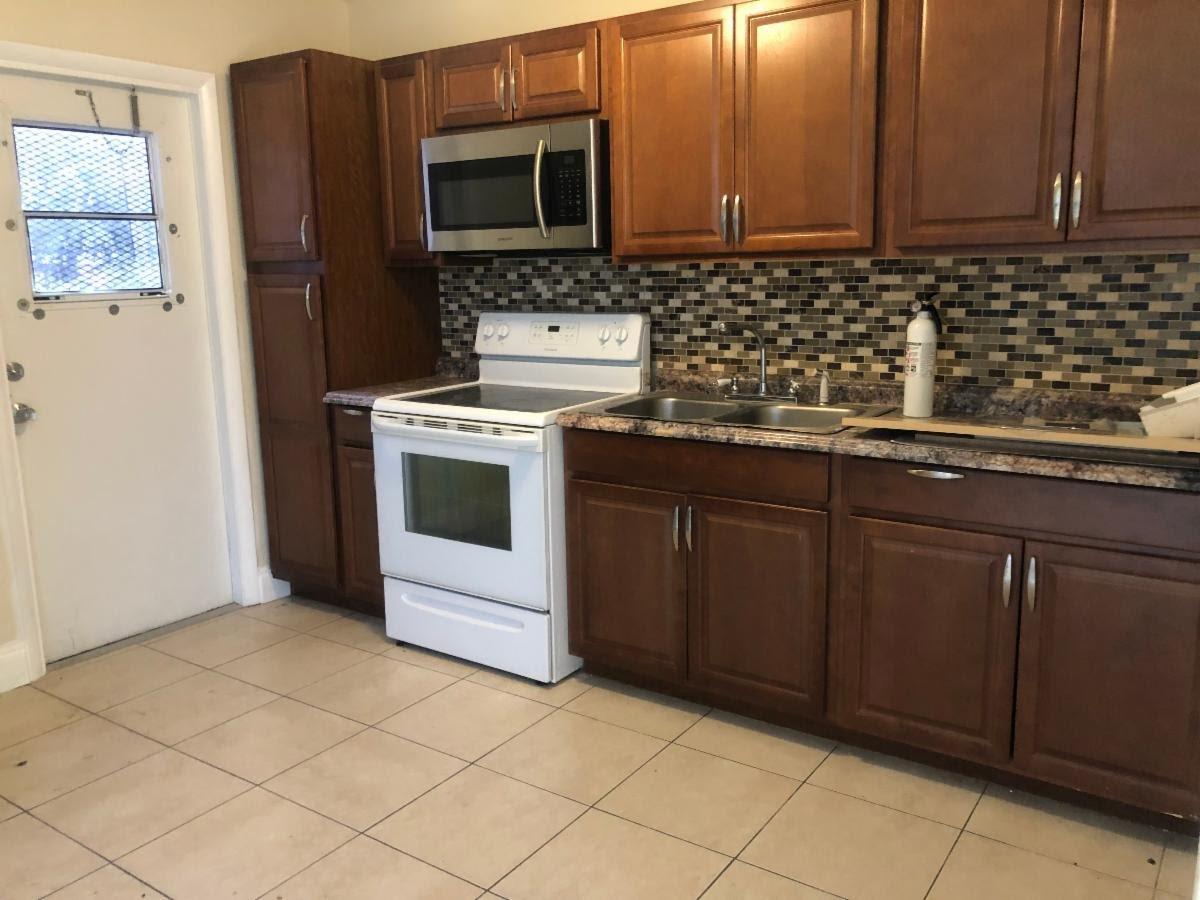 664 W 1st St, Riviera Beach, FL 33404
