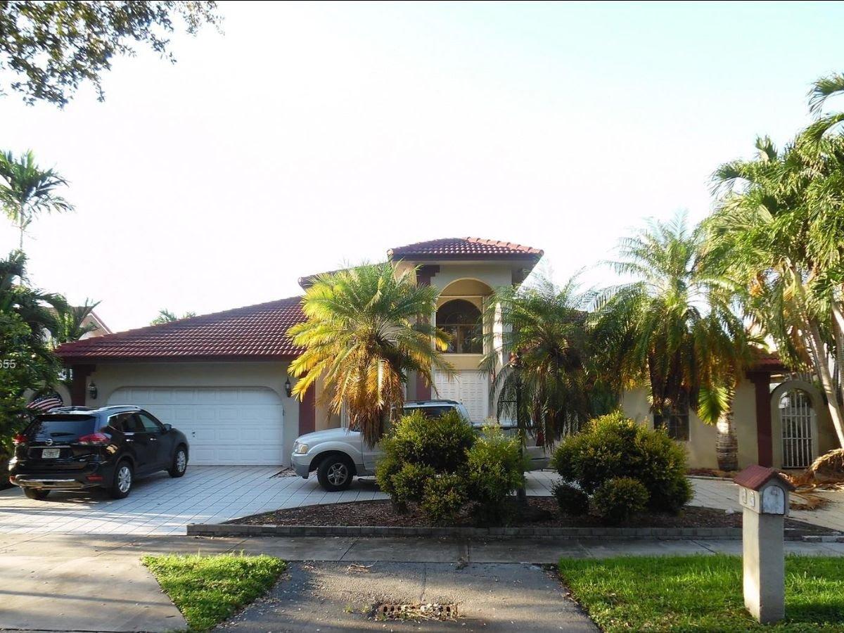 8271 NW 167th Terrace Miami Lakes, FL 33016