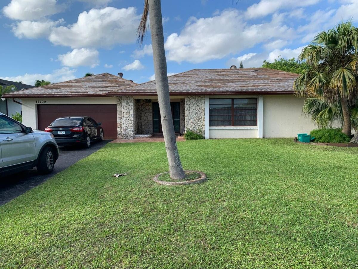 11709 SW 95th St Miami, FL 33186, USA