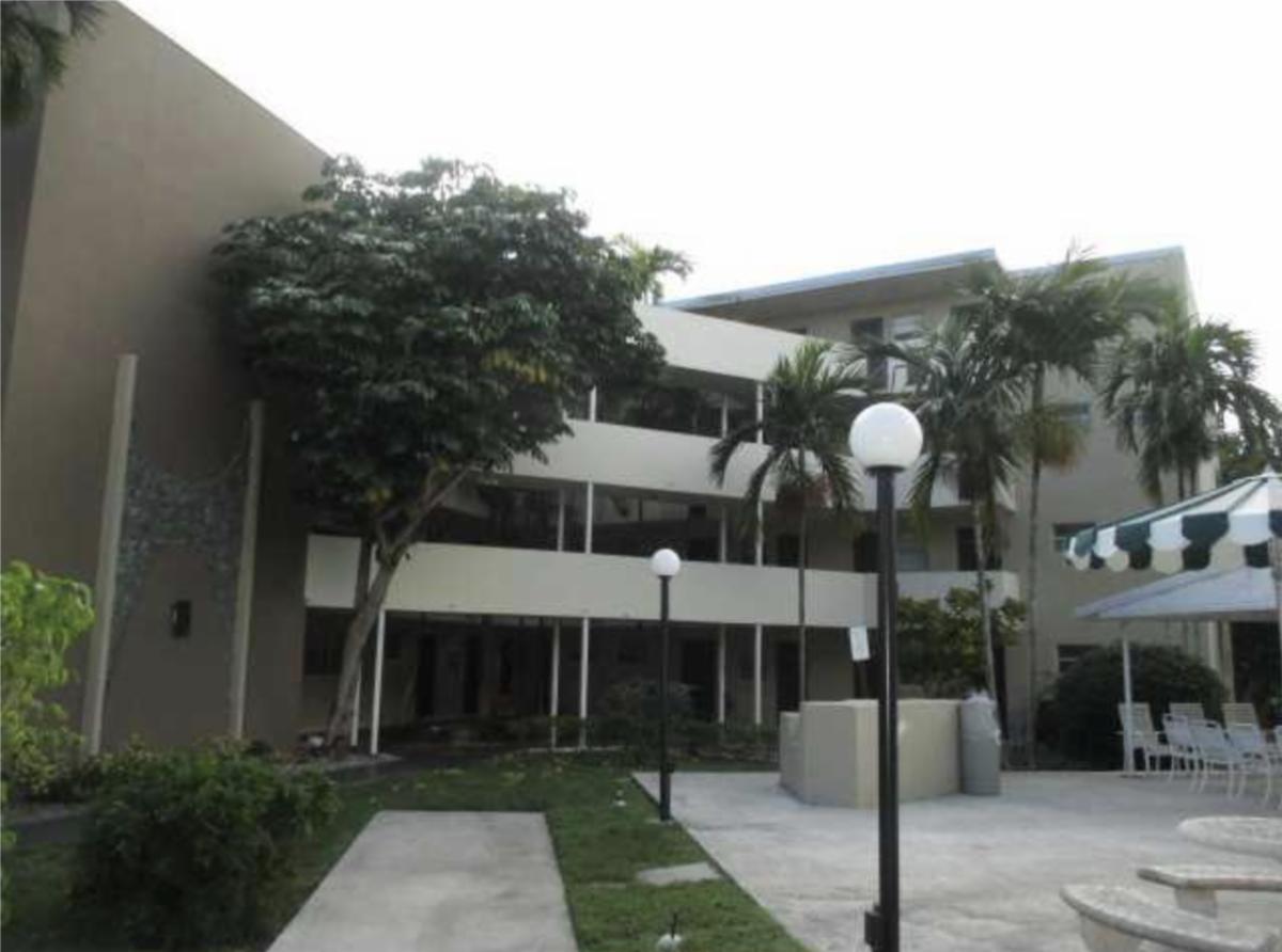 1670 NE 191st St APT 205 Miami, FL 33179