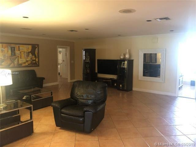20221 NE 25th Ave Miami, FL 33180