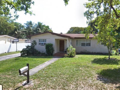 32 NE 164th St Miami, FL 33162