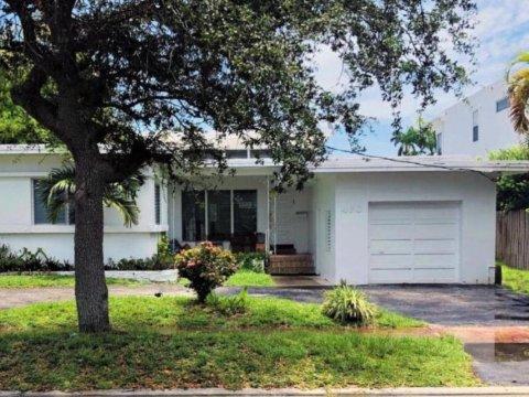 460 S Shore Dr Miami Beach, FL 33141