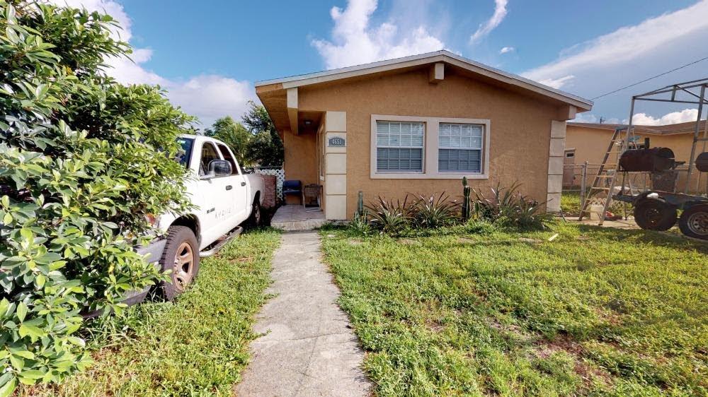 4651 SW 28th St West Park, FL 33023