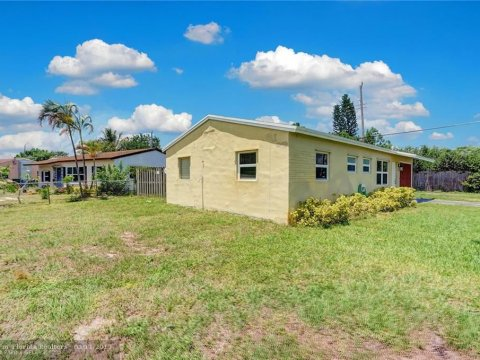 661 NE 59th St Oakland Park, FL 33334