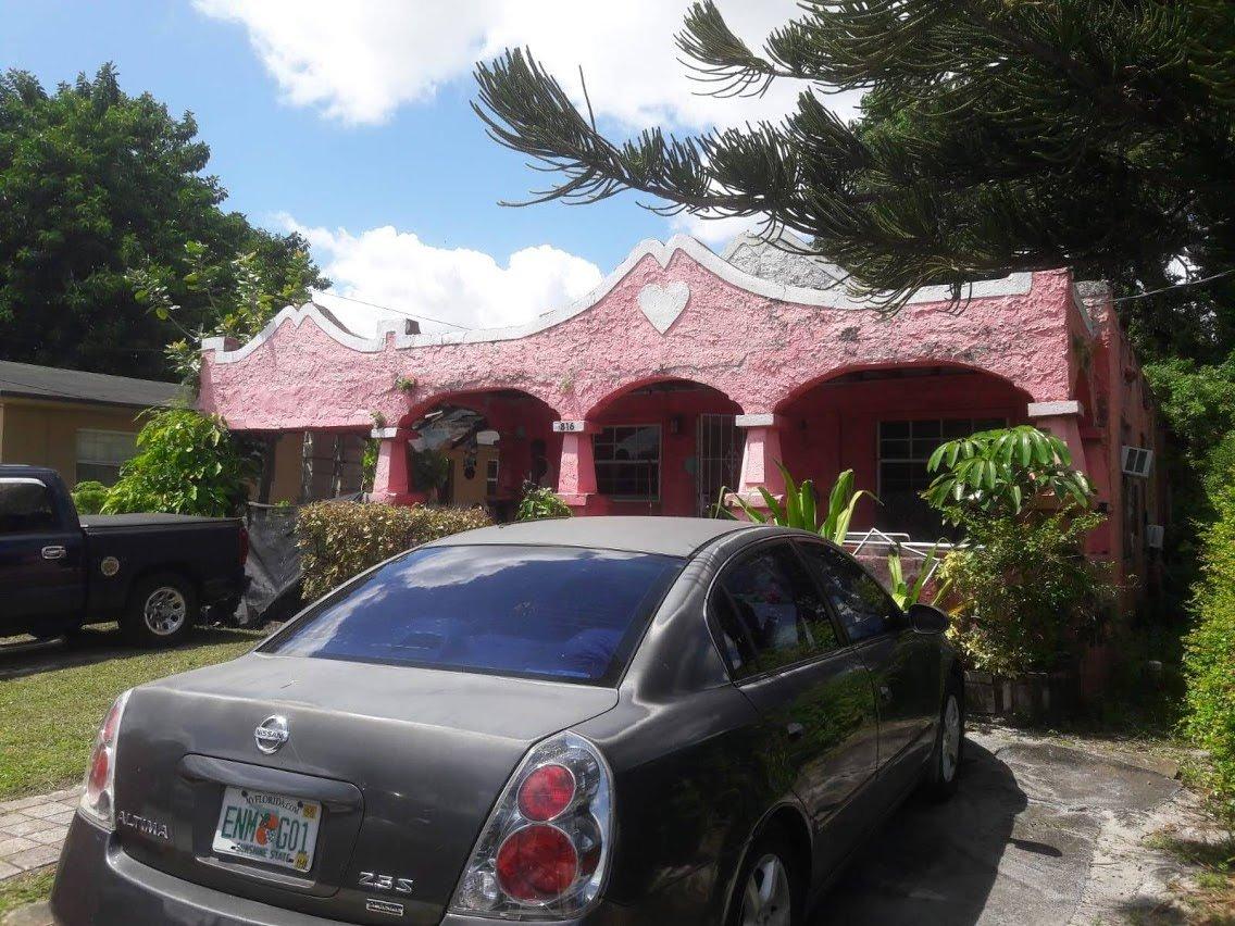 6816 NW 6th Ct Miami, FL 33150, USA