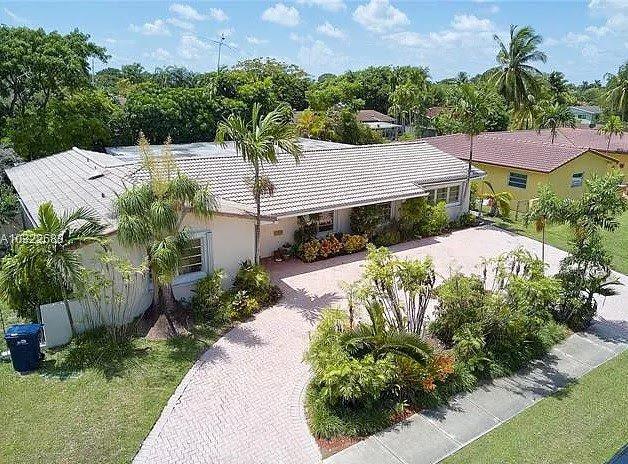 9386 SW 77th St Miami, FL 33173, USA