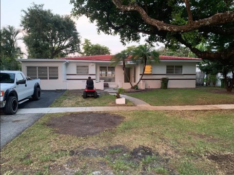 13305 N Miami Ave North Miami, FL 33168