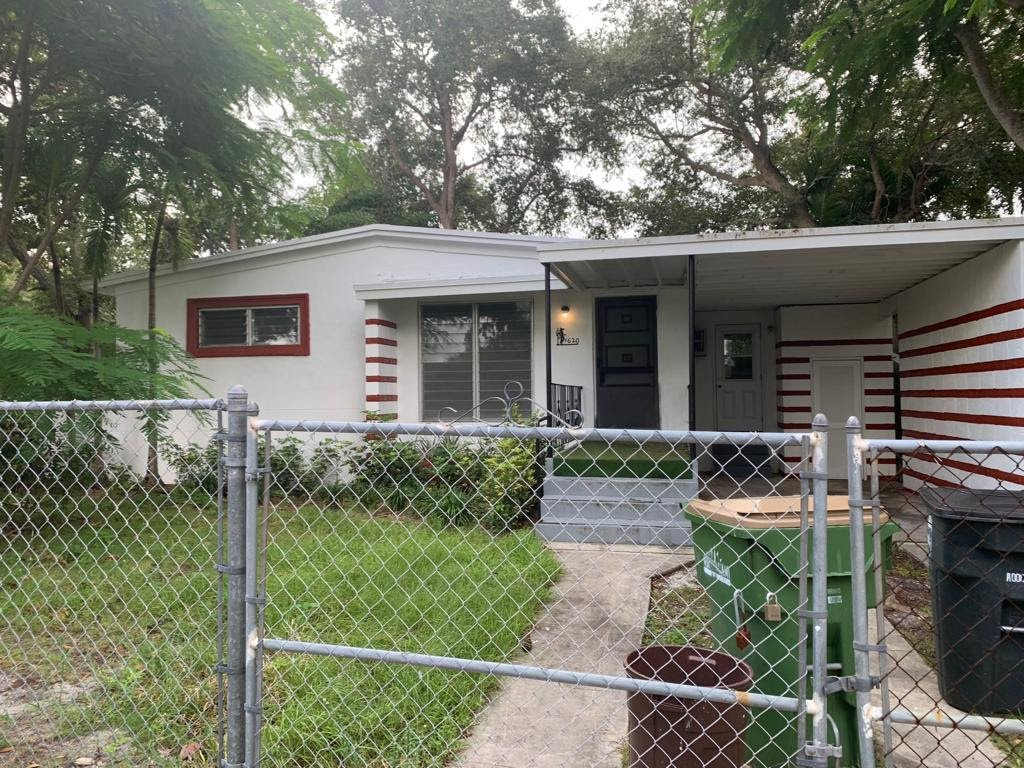 1620 NE 139th St North Miami, FL 33181, USA