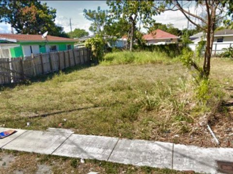 1831 NW 67th St Miami, FL 33147, USA