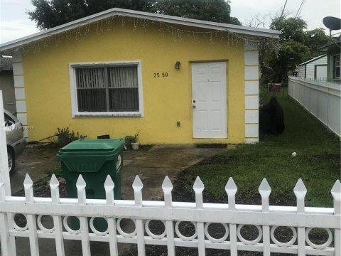 2550 NW 66th St Miami, FL 33147, USA