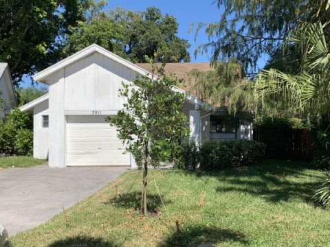 3911 NW 72nd Ln Coral Springs, FL 33065