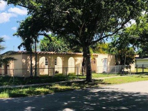 490 NW 133rd St North Miami, FL 33168, USA