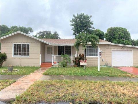 5724 Arthur St Hollywood, FL 33021, USA