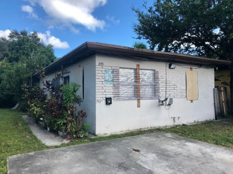 7031 NW 6th Ct Miami, FL 33150, USA