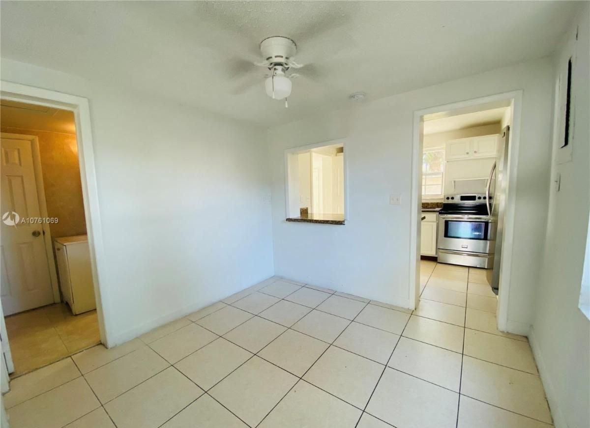 820 NE 131st St, North Miami, FL 33161