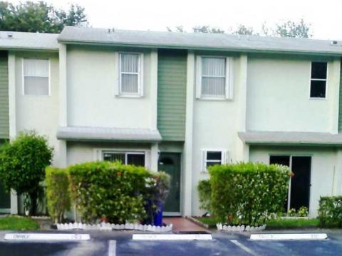 831 Crystal Lake Dr Pompano Beach, FL 33064, USA