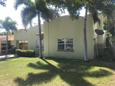 842 30th StWest Palm Beach, FL 33407, USA