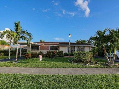 8980 SW 34th St Miami, FL 33165, USA