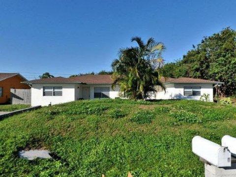 924 Wagner Pl Fort Pierce, FL 34982, USA