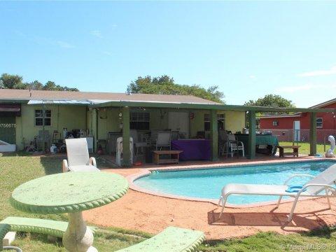 20600 Jacaranda Rd Cutler Bay, FL 33189, USA